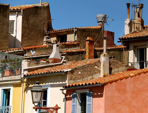 Cherchez le coq bleu sur les toits de Martiques by Fanette13