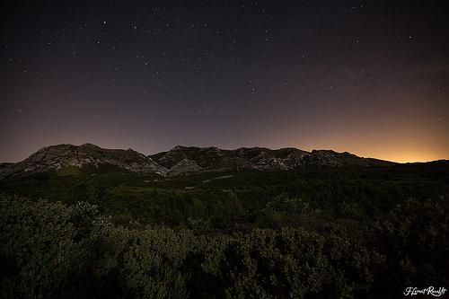Les Alpilles sous les étoiles by NeoNature