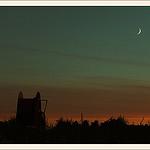 Ciel de fin de reigne et petite lune par Alain Taillandier - Puyricard 13540 Bouches-du-Rhône Provence France