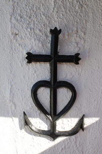 Croix de Camargue : gardian de la terre et marin réunis par le coeur par gab113
