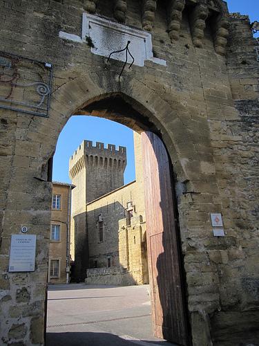 Entrée du Château de l'Empéri by obni
