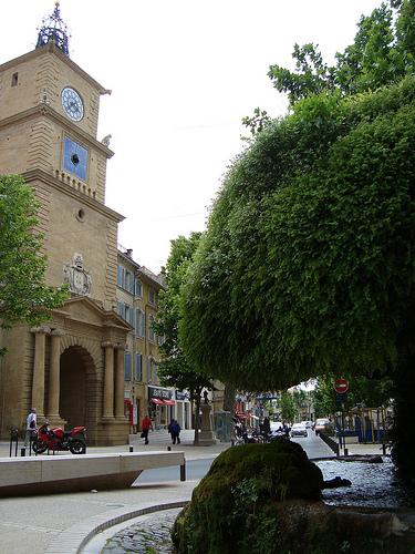 Tour de l horloge salon de provence bouches du rh ne for Porte de l horloge salon de provence