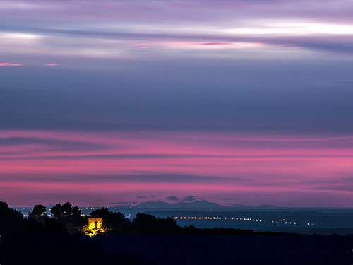 Ciel Coloré et Canigou au loin vu de la Chaberte by bruno carrias