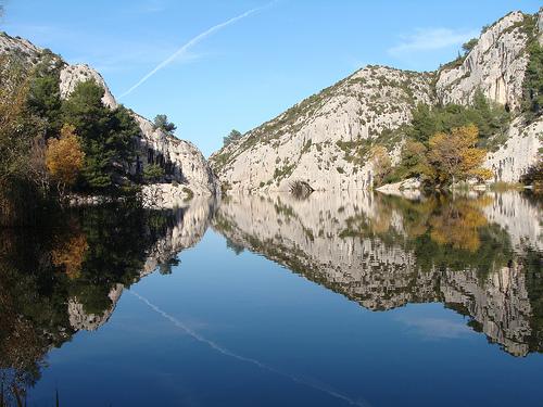Le lac du Peiroou à Saint-Remy de Provence by salva1745