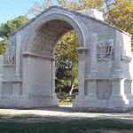 Arc de triomphe à Glanum - Saint-Rémy-de-Provence. par Only Tradition - St. Rémy de Provence 13210 Bouches-du-Rhône Provence France
