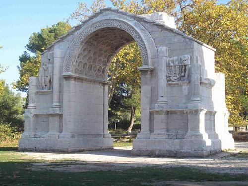 Arc de triomphe à Glanum - Saint-Rémy-de-Provence. par Only Tradition