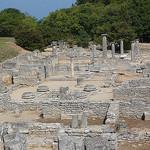 Glanum - Les Antiques - ruines de l'ancien quartier résidentiel par Vaxjo - St. Rémy de Provence 13210 Bouches-du-Rhône Provence France