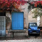 Automne en rouge et bleu à Saint Rémy par Boccalupo - St. Rémy de Provence 13210 Bouches-du-Rhône Provence France