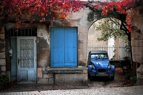 Automne en rouge et bleu à Saint Rémy par Boccalupo