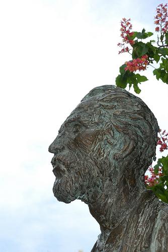 Statue de Vincent Van Gogh by Miguel Ángel Yuste