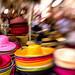 Chapeaux de couleur sur le marché provençal par JF Schmitz - St. Rémy de Provence 13210 Bouches-du-Rhône Provence France