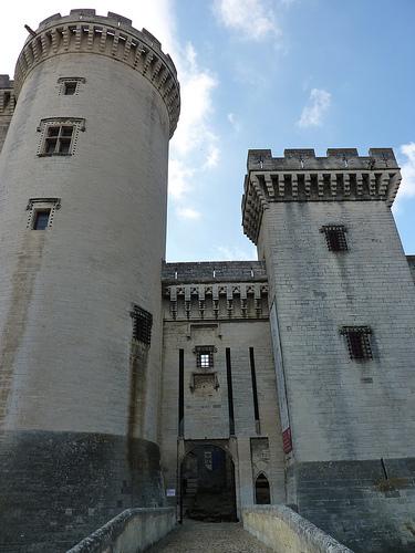 Entrée du Château de Tarascon - Tours par Sam Nimitz