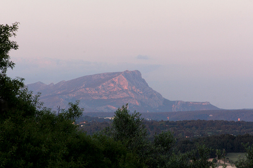 Montagne Sainte-Victoire almost in 3D by Meteorry
