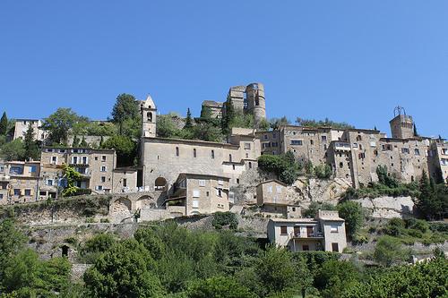 Arrivée aux pieds du village de Montbrun-les-Bains par gab113