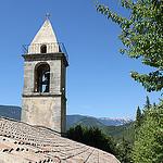 Vue sur le sommet du Ventoux depuis Montbrun et son église par gab113 - Montbrun les Bains 26570 Drôme Provence France