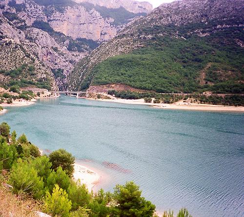 Gorges du Verdon : Lac de Sainte Croix by Truffle Jam