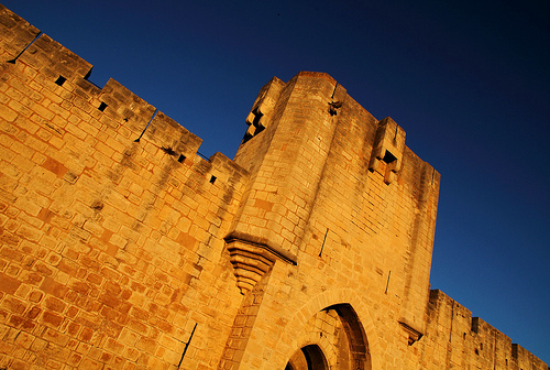 Aigues-Mortes, soleil couchant sur les remparts par Boccalupo [Off, moving...]