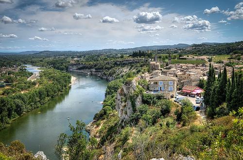 Vu sur le village d'Aiguèze et l'ardèche par deltaremi30