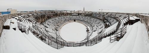 La Neige à Nïmes : Les arènes de Nîmes sous la neige by matth30
