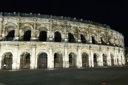 Les arènes de Nimes de nuit par spanishjohnny72