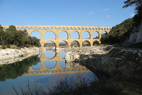 Le Pont du Gard :en reflet sur le gardon par mistinguette18