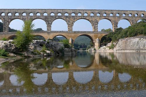 Pont du Gard en mirroir par lepustimidus