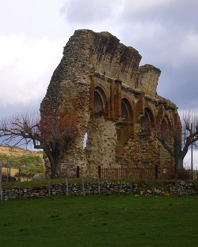 Ruines du prieuré de Saint-André-de-Rosans par fgenoher