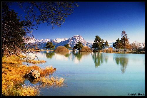 Reflets sur le Petit lac de Saint-Appolinaire par Patchok34