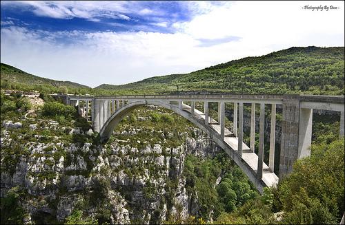 Pont De L'Artuby - très célèbre pour le saut à l'élastique by DamDuSud