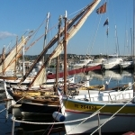 Bandol : barques de pêcheurs en hibernation par ryotomo - Bandol 83150 Var Provence France