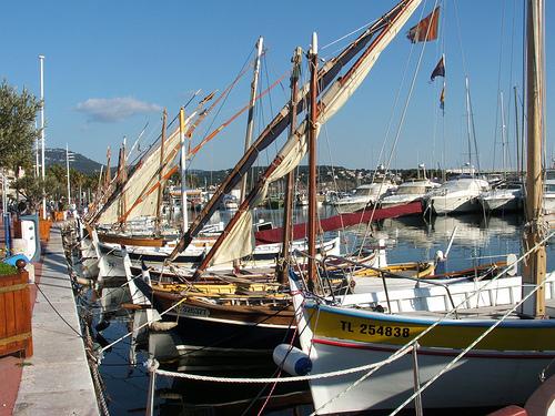 Bandol : barques de pêcheurs en hibernation par ryotomo