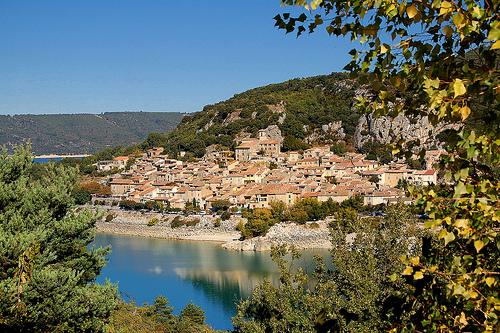 Bauduen : le village au bord de l'eau par Charlottess