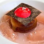Les Georges de Pennafort - Dessert: Dôme glacé à la pêche et amande par Belles Images by Sandra A. - Callas 83830 Var Provence France