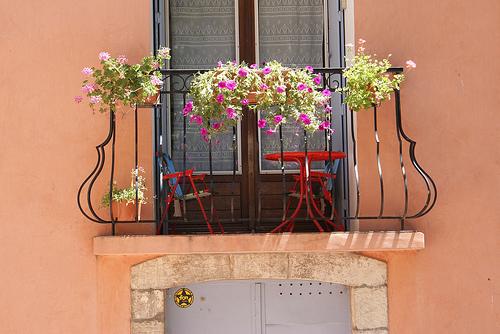 Balcon fleuri à Carcès dans le Var by Elisabeth85