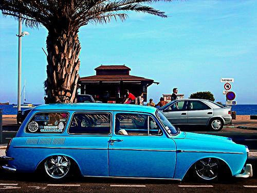 Blue car on azur coast par JM5646