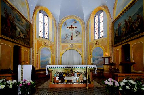 Intérieur de l'Église Saint Pierre by filoufoto1