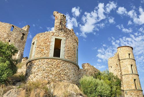 Ruines du château de Grimaud by Charlottess