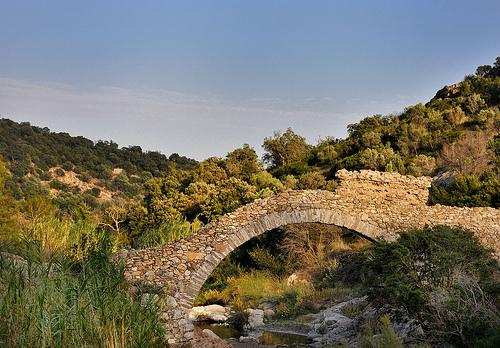 Ruines du Pont-aqueduc par Charlottess