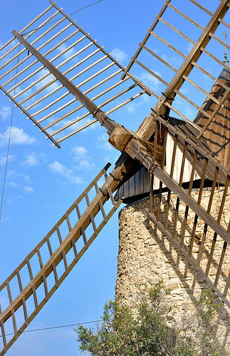 Les ailes du moulin de Grimaud par Charlottess