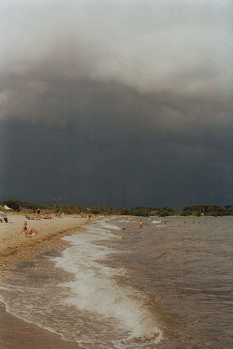 La plage à Hyères  by Petrana Sekula