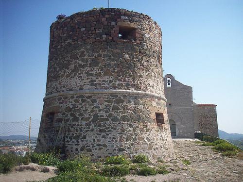 Vieille garde le rocher ancien ch teau et chapelle du xi me si cle la garde var la garde - La garde var office du tourisme ...