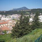 Vue sur La Garde, depuis le Rocher. Au fond, le mont Faron. La Garde, Var. par Only Tradition - La Garde 83130 Var Provence France