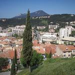 Vue sur La Garde, depuis le Rocher. Le mont Faron, au fond (542 mètres). La Garde, Var. par Only Tradition - La Garde 83130 Var Provence France
