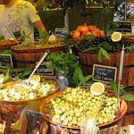 Olives au Marché public au Lavandou par funkyflamenca - Le Lavandou 83980 Var Provence France