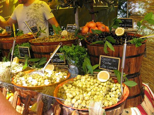 Olives au Marché public au Lavandou par funkyflamenca