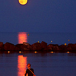 Watching the full moon rising on the beach par chris wright - hull - Le Lavandou 83980 Var Provence France