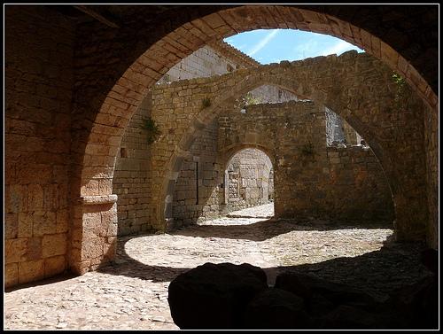 Abbaye du Thoronet : vieilles pierres par J@nine