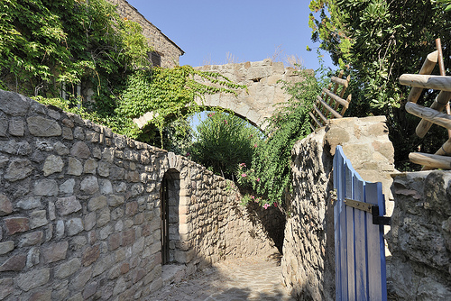 Ruelle - Les Arcs (Var) by pizzichiniclaudio