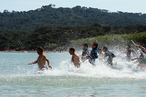 Tous à l'eau ! Sur la plage de Porquerolles by Carine.C