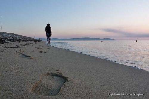 Promenade sur le sable par Niouz